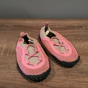 9eaeabd60551 Old Navy Pink Water Shoes Size 6